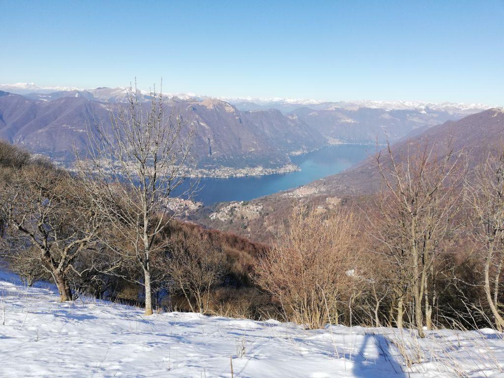 vista del lago di Como dalla dorsale
