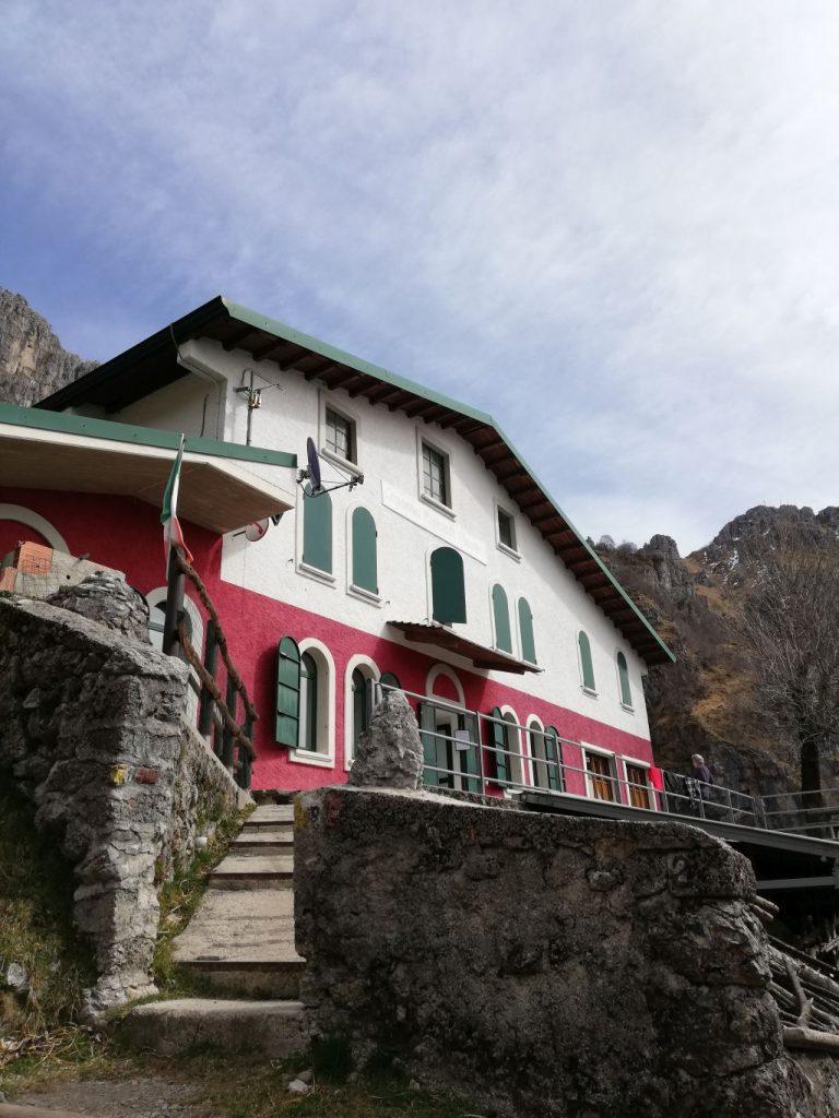 Il Rifugio Alpinisti Monzesi